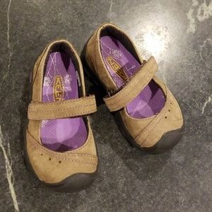 Keen Mary Jane shoes.  Toddler girl size 8.